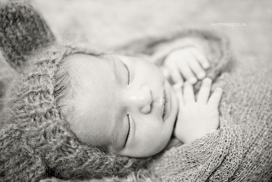 Kai newborn-11 b&w