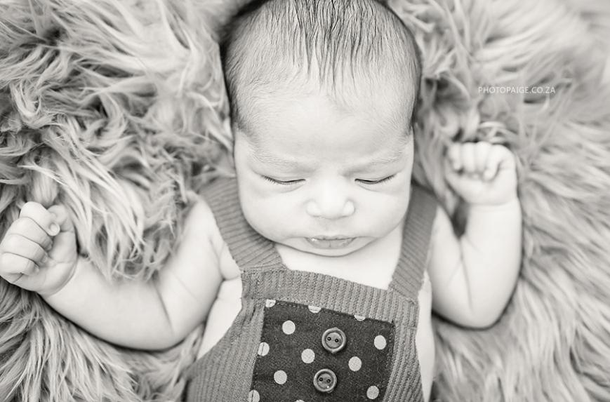 Kai newborn-24 b&w