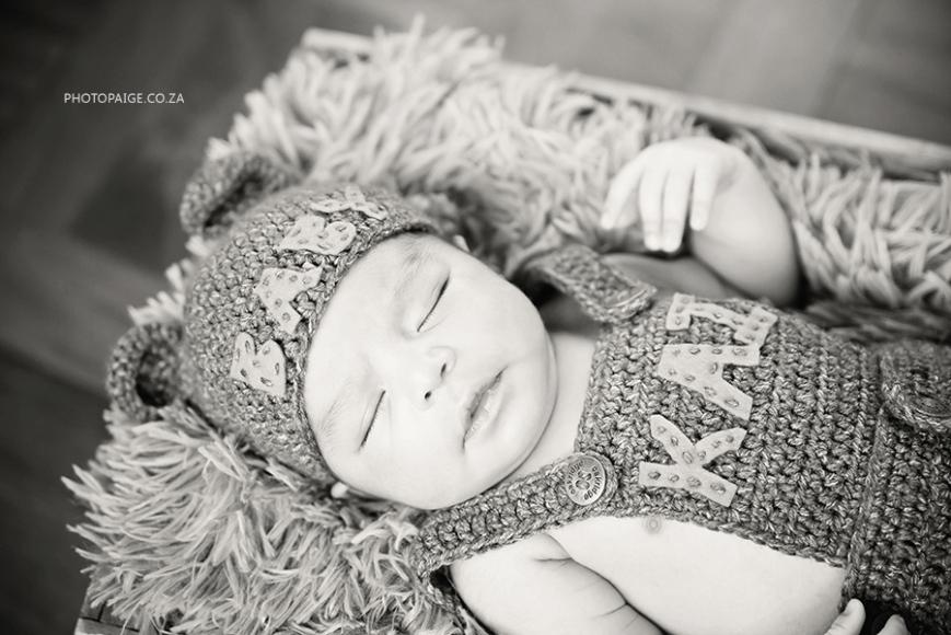 Kai newborn-51 b&w