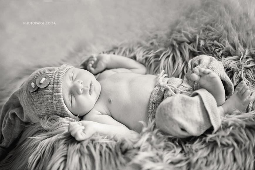Ethan newborn-30 b&w