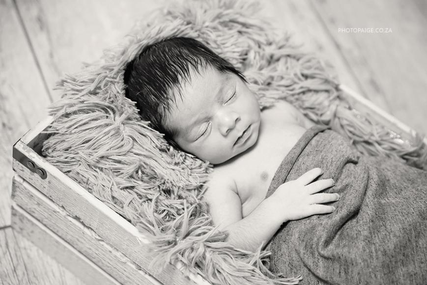 Ethan newborn-67 b&w